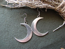 Load image into Gallery viewer, Crescent Moon Earrings