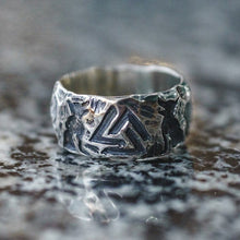 Load image into Gallery viewer, Wolves of Odin Valknut Ring