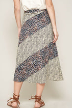 Load image into Gallery viewer, A Floral-print Woven Midi Skirt