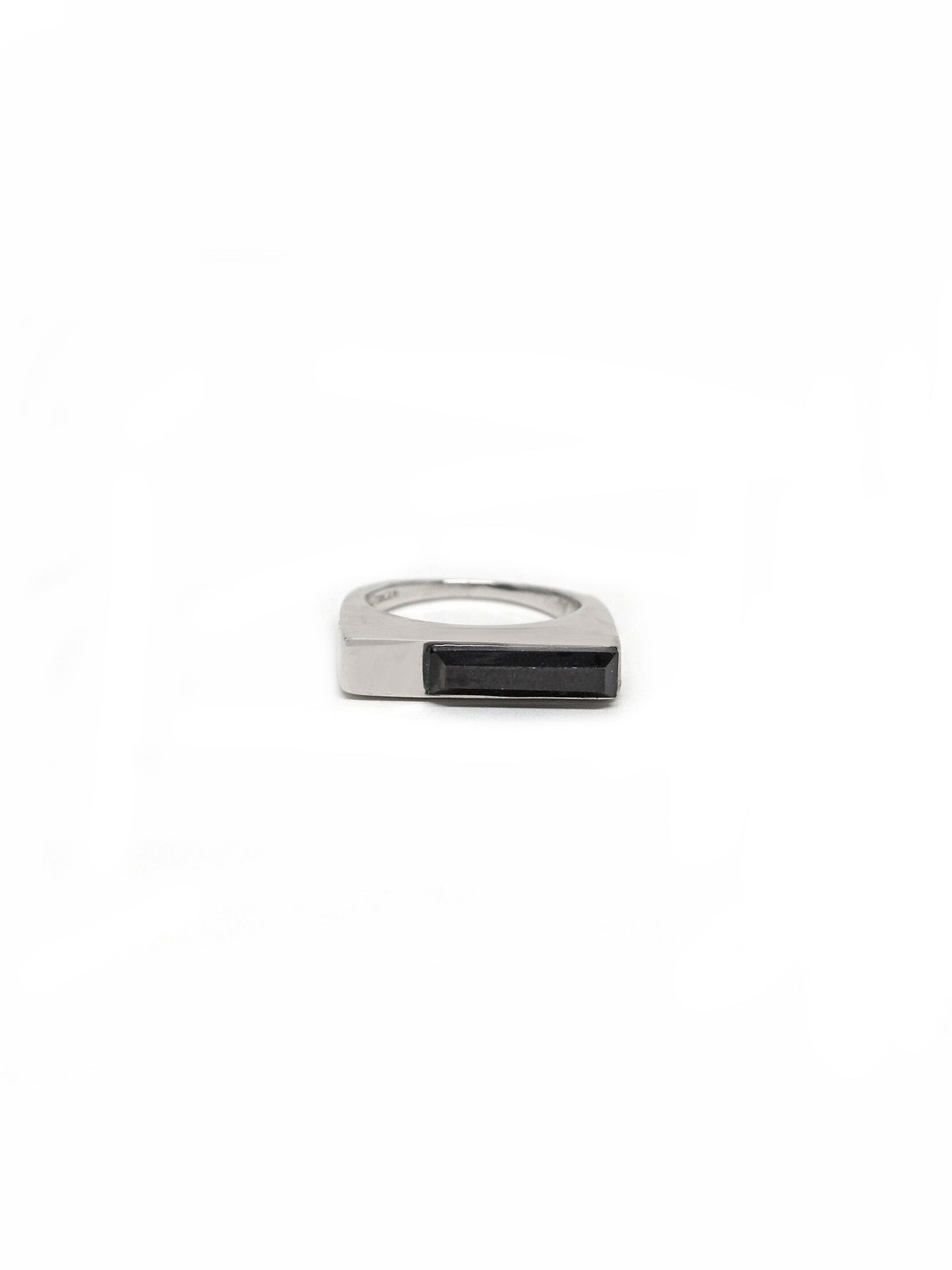 Linear Ring - Rhodium - Onyx