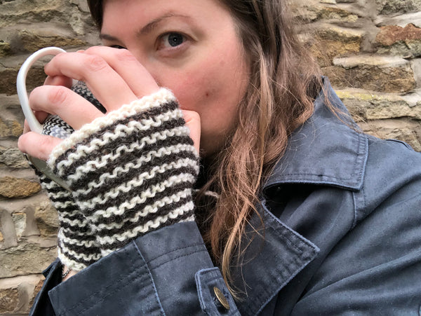 Charlie Button Yarns Knit Kit - Beginners Handwarmers