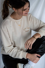 Afbeelding in Gallery-weergave laden, Inspired girl sweatshirt - beige