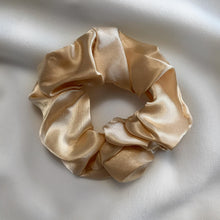 Load image into Gallery viewer, Champagne Pop Scrunchy Set