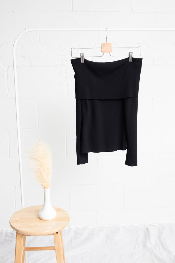 Off-The-Shoulder / Cowl Neck Sweater - S