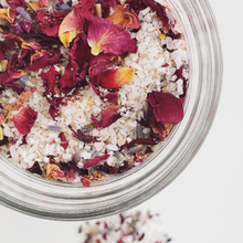 Load image into Gallery viewer, Rose and Hibiscus Botanical Bath Tea