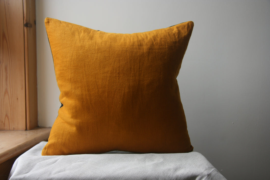Bee cushion yellow block