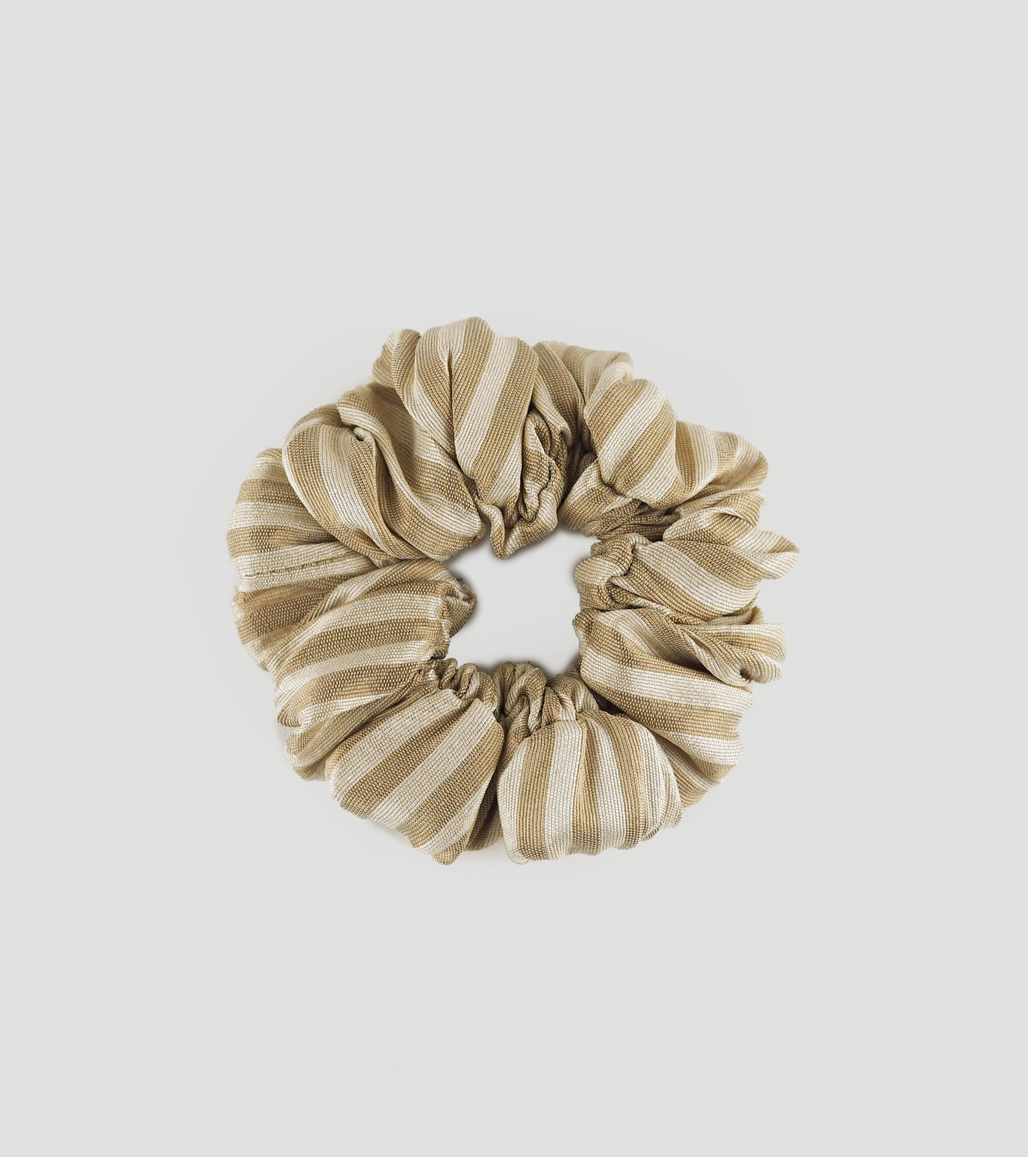 SILK SCRUNCHIE HAIR TIE