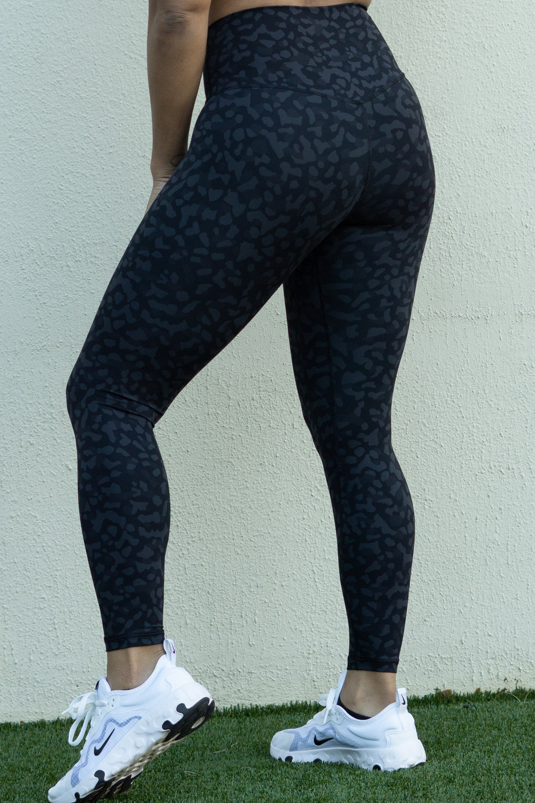 Buttery Soft Leggings - Black Leopard