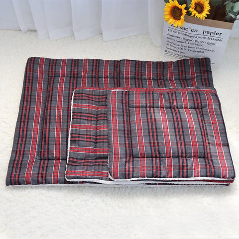 Plaid fleece pet rug