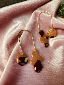 Tortie arch earrings