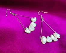 Load image into Gallery viewer, Trapeze pearl earrings.
