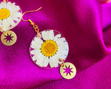 Load image into Gallery viewer, Daisy star earrings.