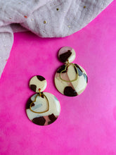 Load image into Gallery viewer, Tortie circle heart earrings.