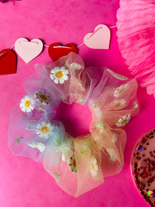 Daisy chain tulle scunchie VDAY collection