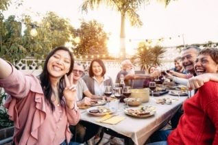 5 Tips for Planning a Family Reunion This Summer