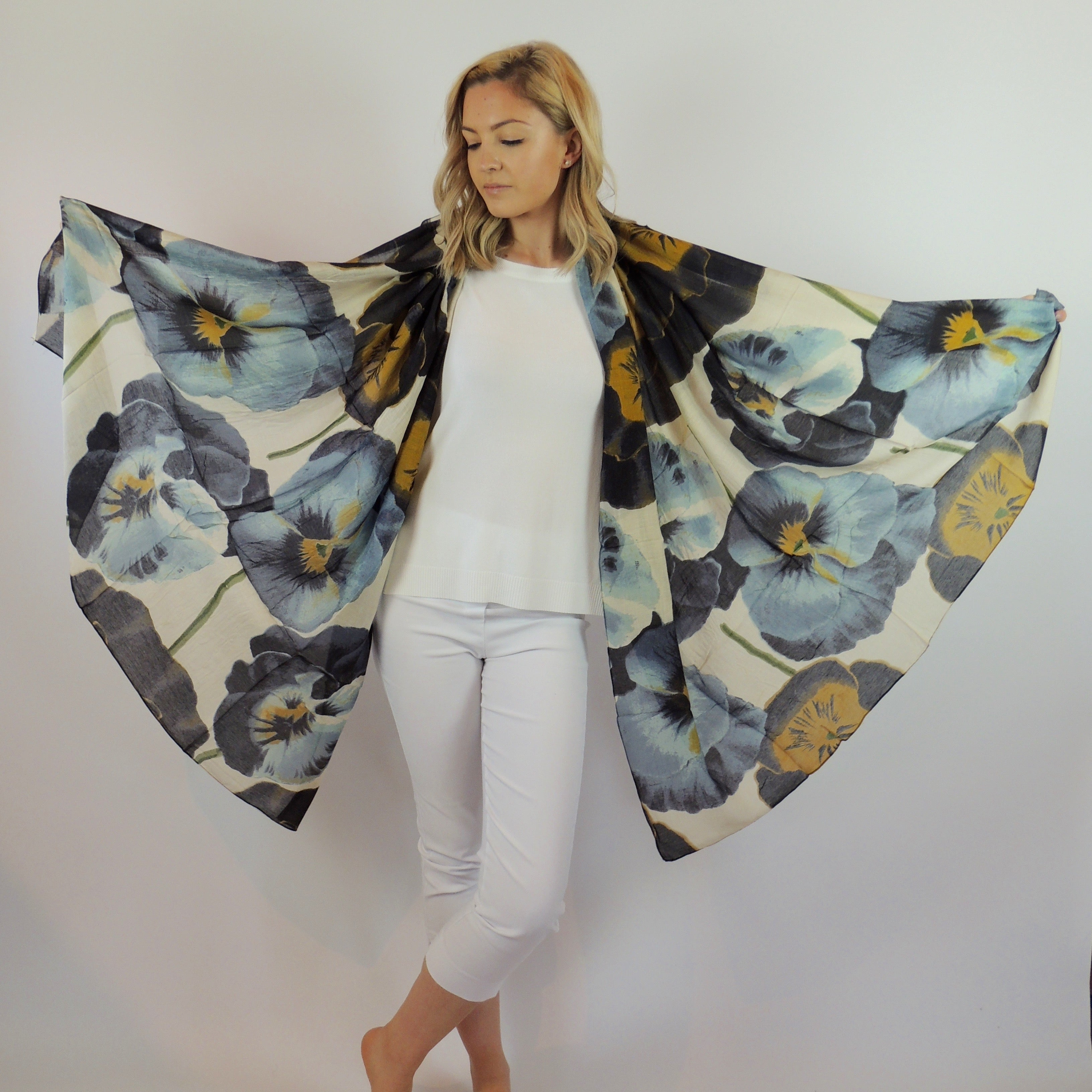 PANSY PRINT SCARF