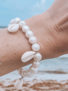 Classic on the Beach Shell Pearl Bracelet