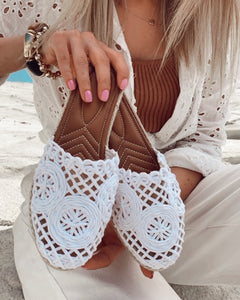 White Straw Knit Detailed Slippers