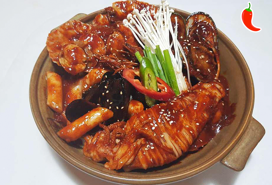 해물떡찜 Braised Spicy Seafood with Rice Cake