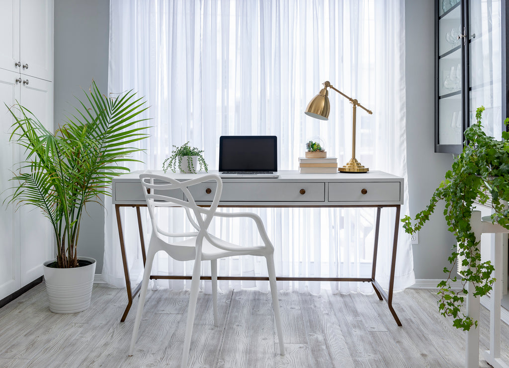 How to use Bonding Agent - Desk makeover using Silver Screen Milk Paint by Fusion