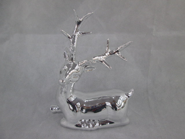 Silver Deer Figurine: Sitting