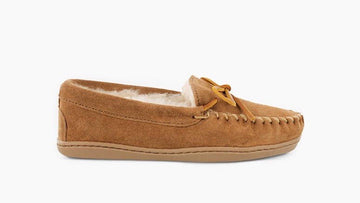 MINNETONKA WOMEN'S SHEEPSKIN HARDSOLE MOC TAN 3341