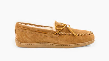 MINNETONKA SHEEPSKIN HARDSOLE MOCCCASIN TAN 3741