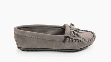 MINNETONKA WOMEN'S KILTY HARDSOLE GREY 401T