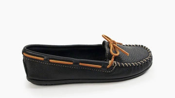 MINNETONKA WOMEN'S BOAT MOC BLACK 610R