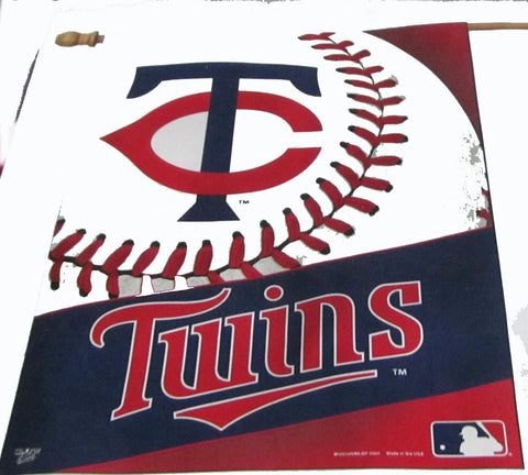 Minnesota Twins vertical flag - Sports Nut Emporium