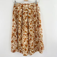 Load image into Gallery viewer, Vintage 90's Floral Skirt Shorts!