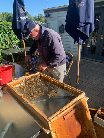 """A little bit of """"Bee-keeping"""" at Salingers Cafe in Great Western"""
