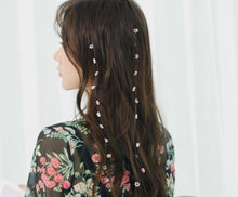 Load image into Gallery viewer, Long Flower Pearl Clip Hair - Momo Babe