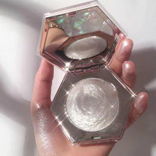 Load image into Gallery viewer, Luxe Pearl Illuminator and Highlighter - Momo Babe