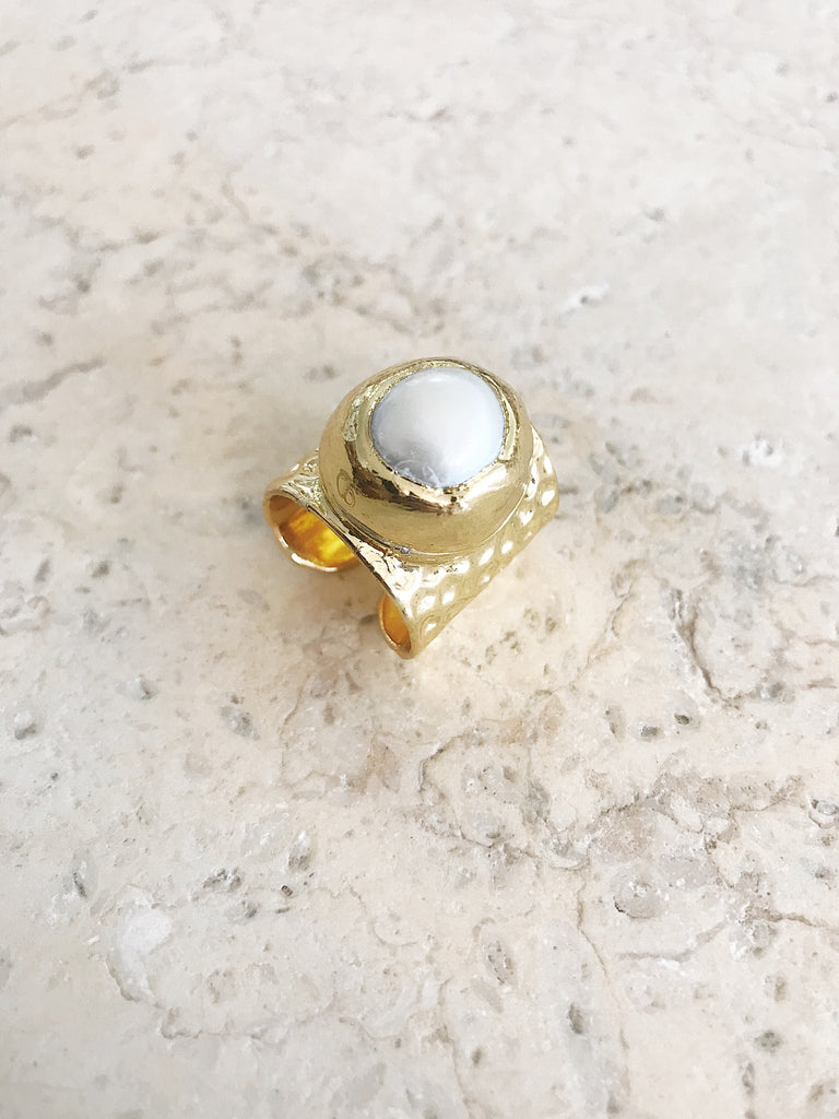 Essence Pearl Chunky Ring