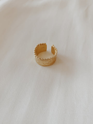 Sofia Chunky Hammered Ring Gold