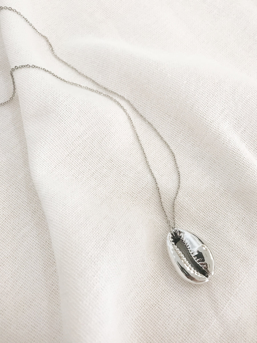 Poppy Cowrie Pendant Necklace Silver
