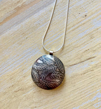 Load image into Gallery viewer, Lentil pendant firn design