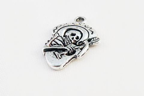 BCP39 - Breloque Guitare Tête de Mort / Skull Guitar Charm - No Mercy Making