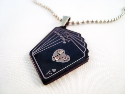 Pendentif en Acier Noir Quinte Flush Royale avec Cristal / Royal Flush Crystal Black Steel Pendant - No Mercy Making