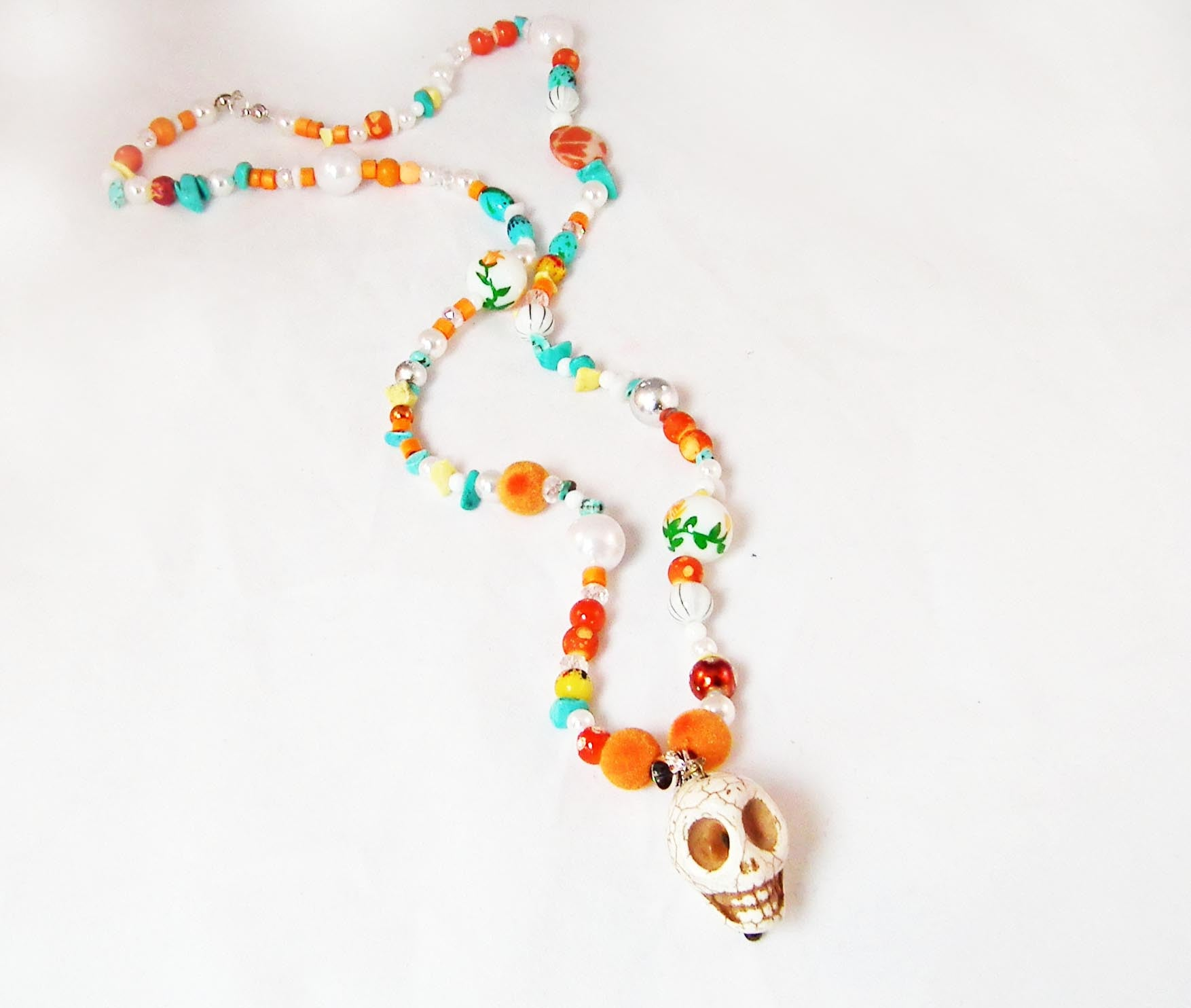 Sautoir Unique Tête de Mort Howlite Skull Handmade Exclusive Necklace - No Mercy Making