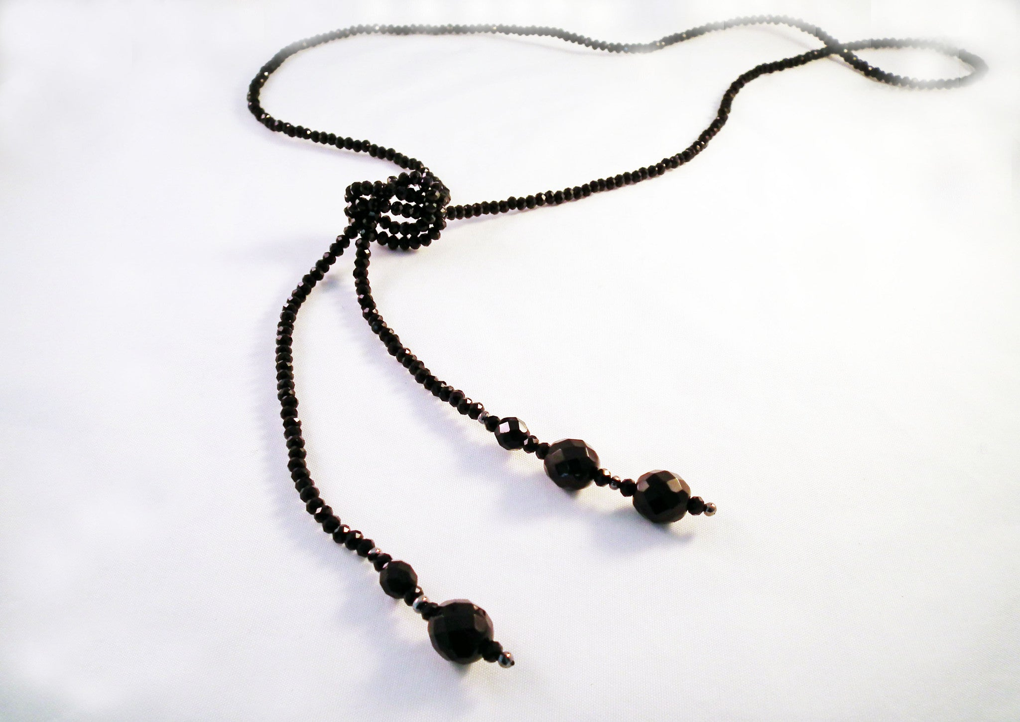 Sautoir à Noeud en Cristal Noir / Black Crystal Knot Necklace - No Mercy Making