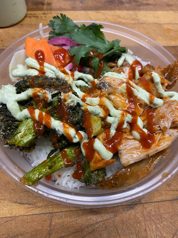 Crispy broccoli & Pulled Chicken Rice Bowl