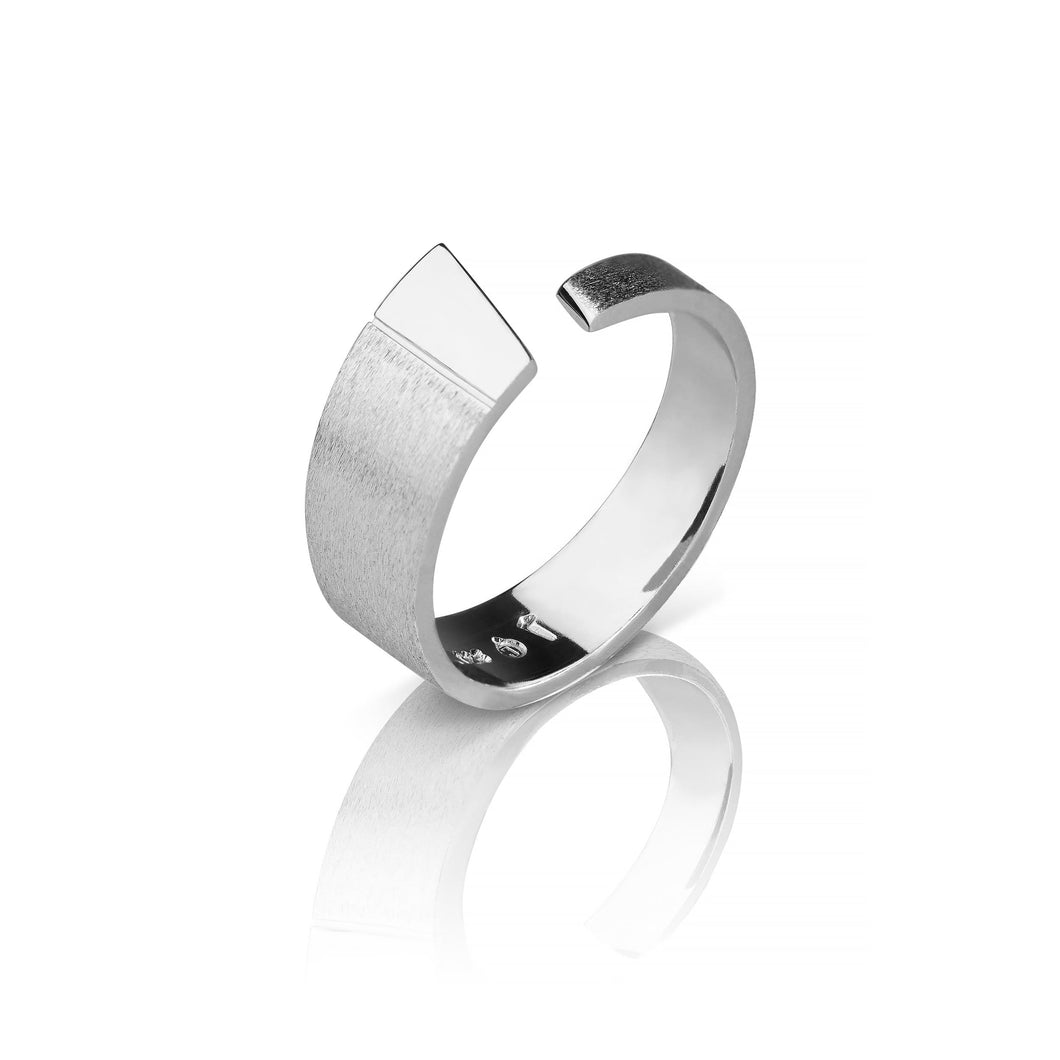 Norwegian made ring ring in silver for him - Pulpit Rock Collection
