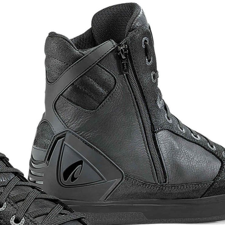 Forma Hyper motorcycle boots black zip