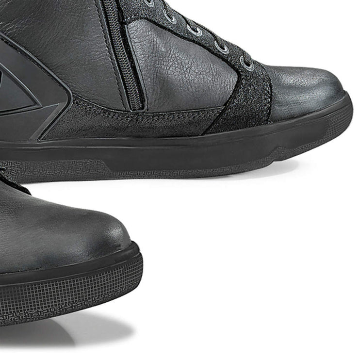 Forma Hyper motorcycle boots black toe