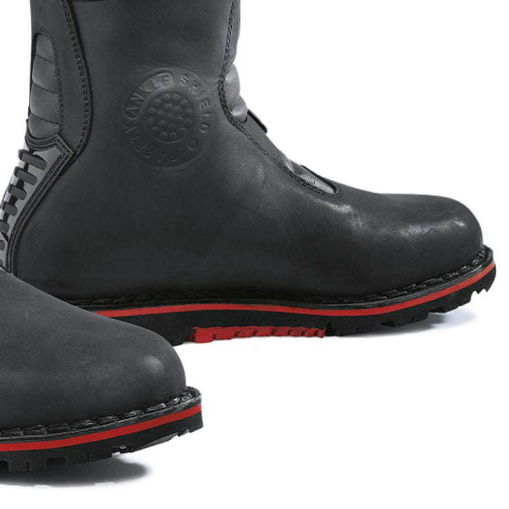 Forma Boulder motorcycle boots black toe protection