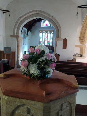 Wedding florist covering Dorset, Hampshire, Wiltshire. Qualified, experienced florist providing bridal bouquets, buttonholes, flower crowns, venue flowers, flower arches, wedding table centrepieces, thank you bouquets, and more.