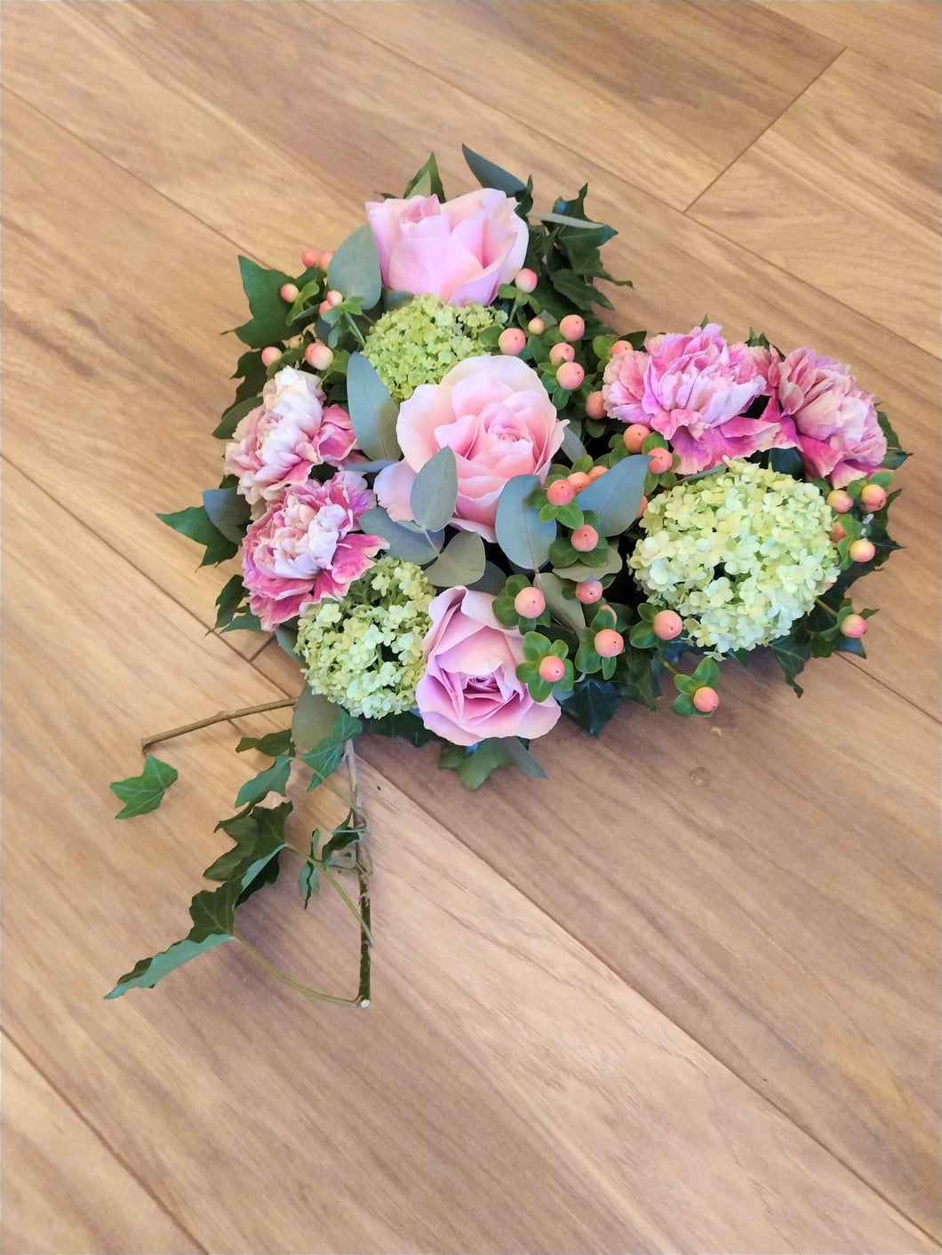Parks Florist provide bespoke funeral flowers across Dorset. Our collection includes casket sprays, funeral wreaths, funeral sprays, funeral posies, funeral letters, funeral crosses. funeral hearts, and bespoke unique funeral designs. Our sympathy flowers come in a range of styles from traditional to modern/contemporary