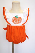 Load image into Gallery viewer, Pumpkin applique flutter sleeve baby bubble romper 100% cotton 900040